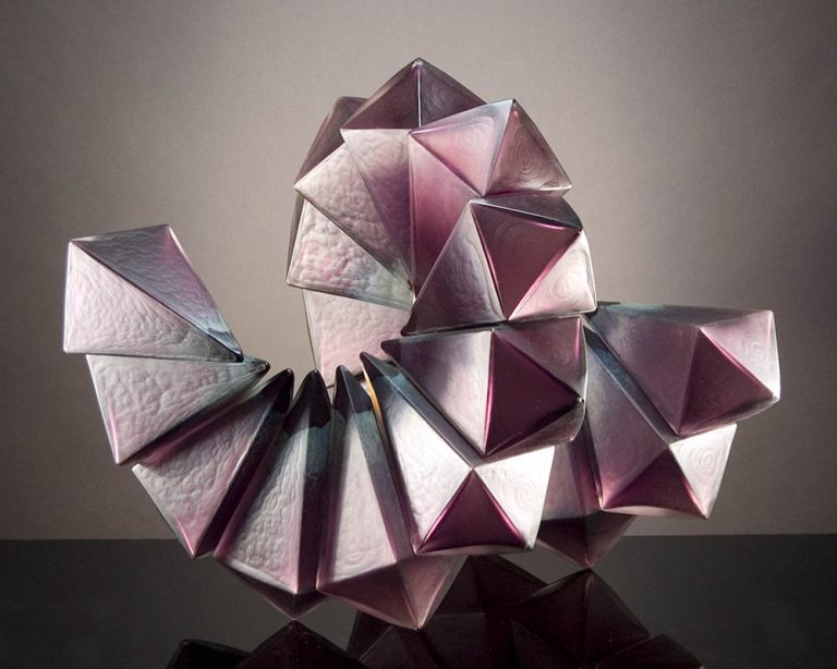 Royal_Geo15-03_AmethystBlueBlush_Geometric_blownglass