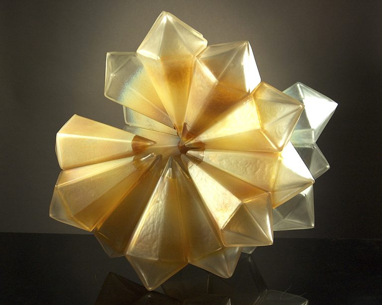 Royal_Geo16-34_MovementinGold_Geometric_blownglass