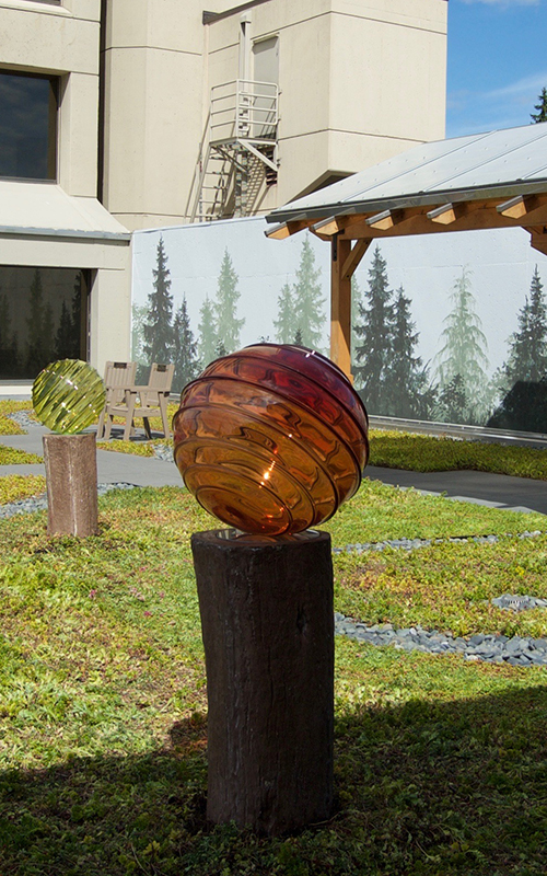 Royal_OpticLens_GardenInstallation_Blownglass_HospitalRecoveryGarden