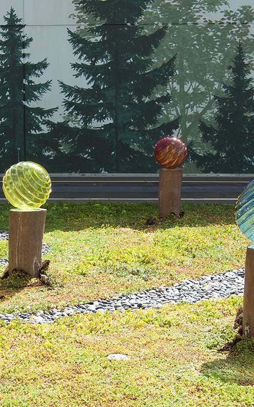 Royal_Opticlens_Blownglass_GardenInstallation_HospitalRecoveryGarden